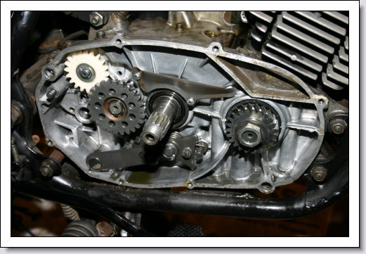 Yamaha R5 1972 clutch removed